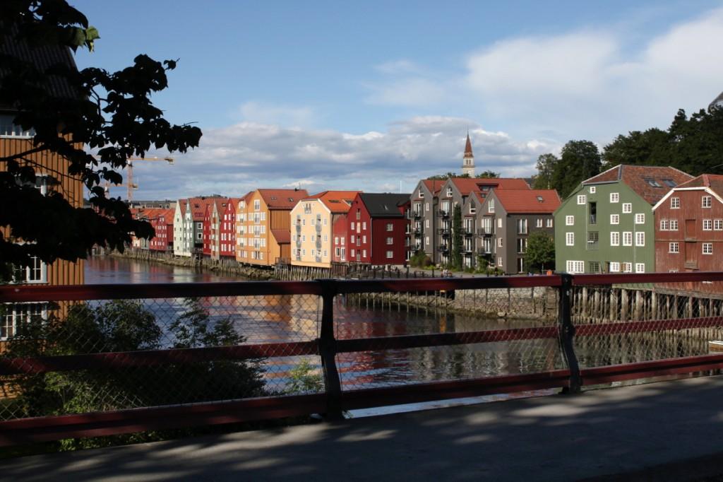 Trondheim: Typische Lagerhäuser am Kanal (Bryggen)